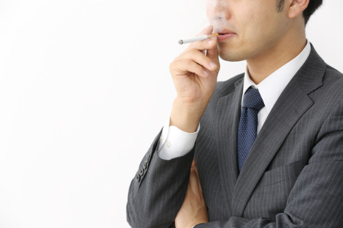 の 歯磨き粉 タバコ ヤニ タバコのヤニやステインを除去するならマクロゴール入りの歯磨き粉がおすすめ!